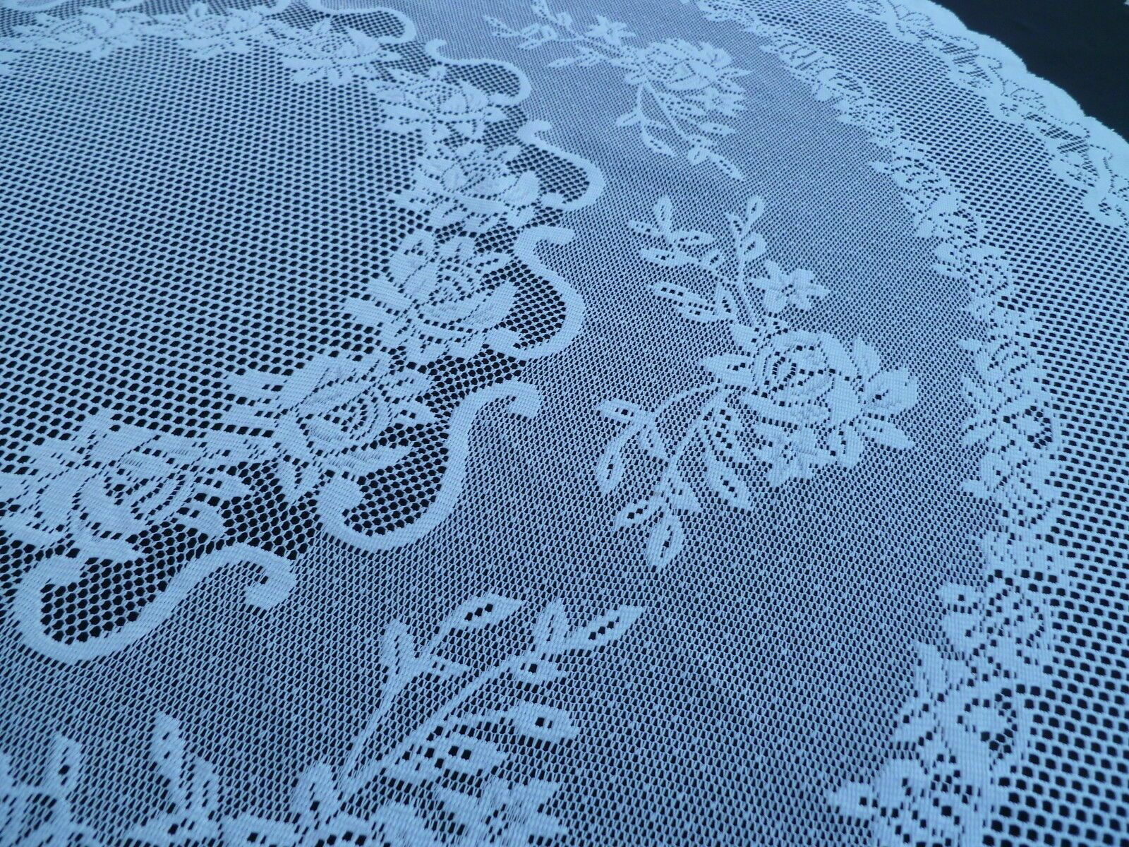"""TRADITIONAL FLORAL CREAM LACE STAIN RELEASE TABLE CLOTH 60/"""" ROUND £12.99 EACH"""
